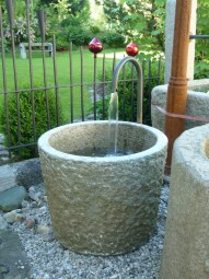 Brunnen rund gestuckt